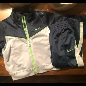💚 2T Boy Nike Track Suit Set